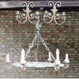 Schmiedeeisene Hängelampe und 2 Wand-KerzenhalterHängelampe, Schmiedeeisen, 6 Brennstellen, beige