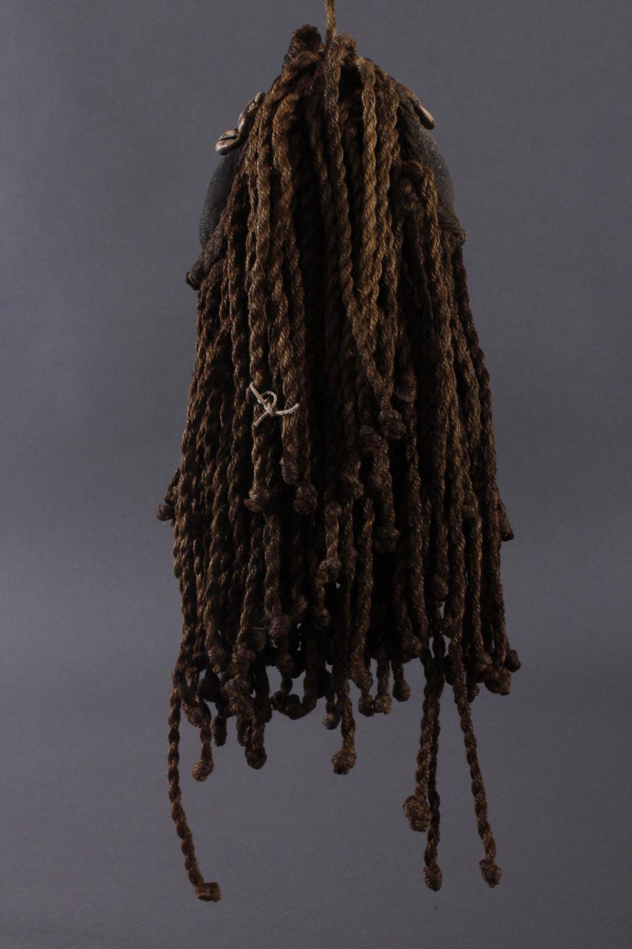Antike Maske, Dan, Liberia 1. Hälfte 20. Jh.Holz geschnitzt, bemalt, geflochtene Frisur und Bart mit - Bild 2 aus 4