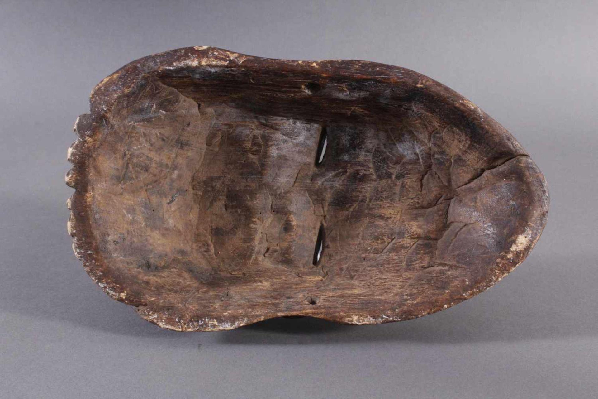 Antike Afrikanische Maske, 1. Hälfte 20. Jh.Holz geschnitzt und farbig gefaßt, durchbrochene - Bild 6 aus 6