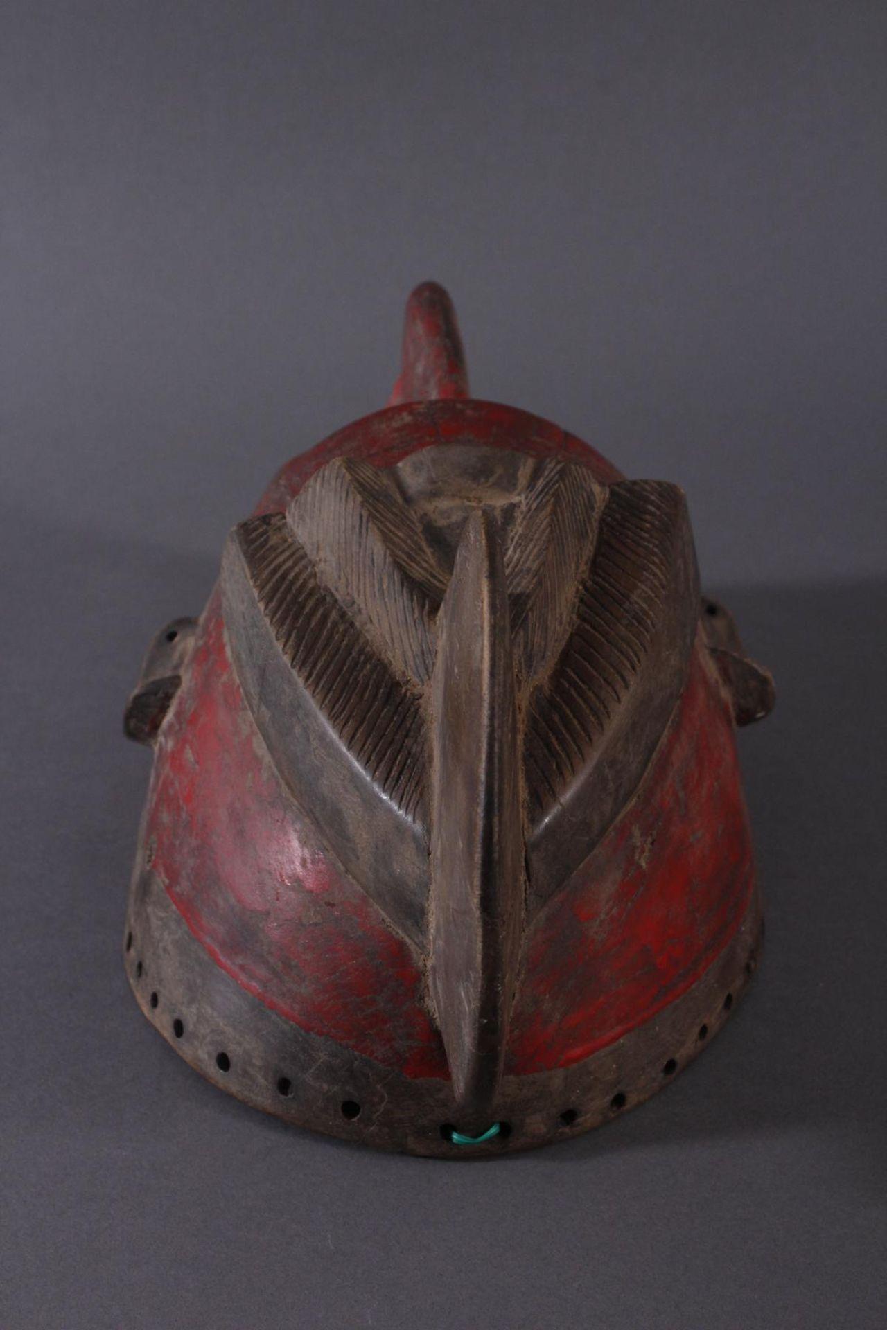 Antike Maske der Baule, Elfenbeinküste 1. Hälfte 20. Jh.Holz geschnitzt, dunkle Patina, partiell rot - Bild 5 aus 6
