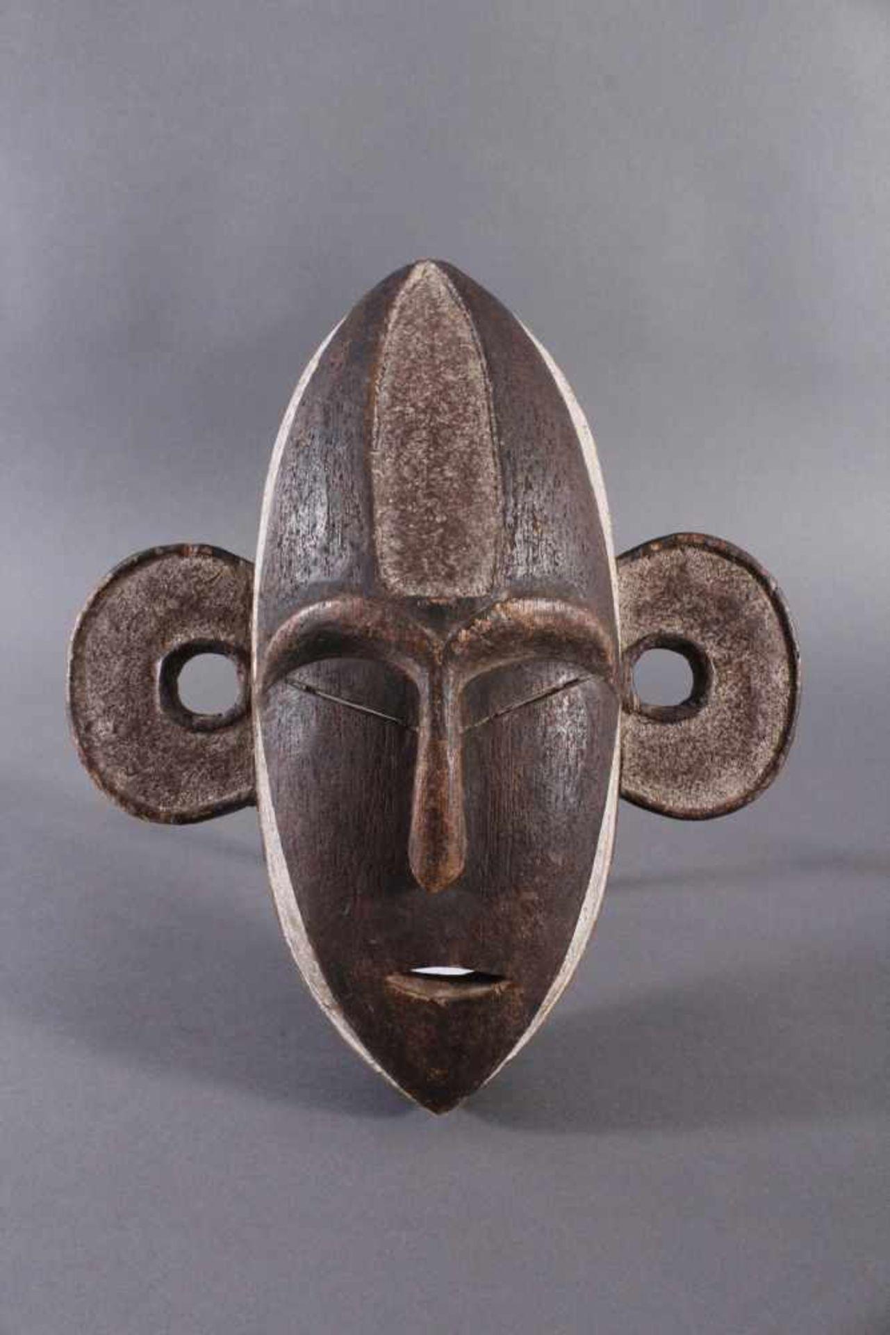Antike Maske, Boa, Kongo 1. Hälfte 20. Jh.Holz geschnitzt, dunkle Patina, Reste weißer Bemalung,