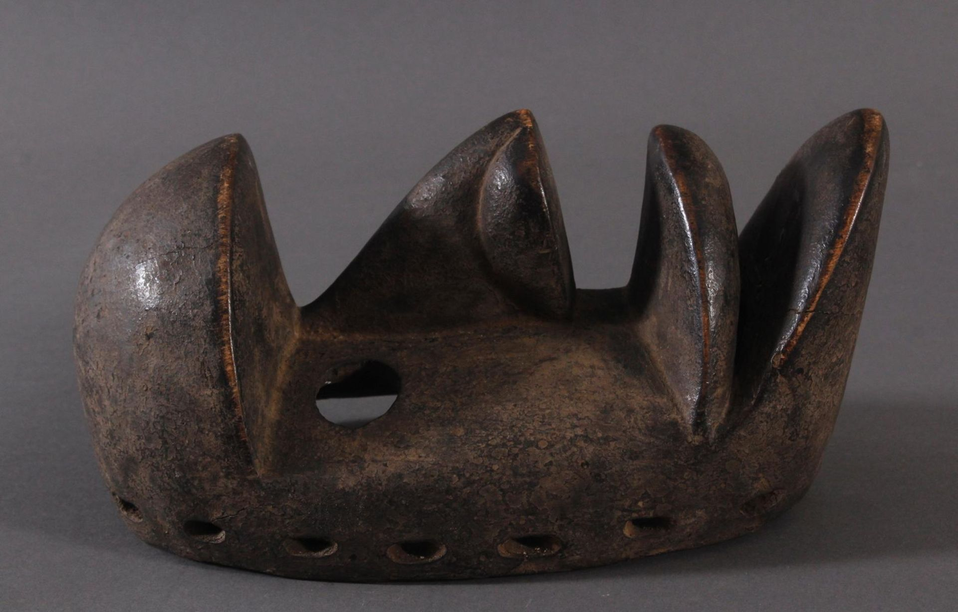 Antike Maske der Dan-Kran, Elfenbeinküste 1. Hälfte 20. Jh.Holz geschnitzt, dunkle Patina ,nach - Bild 2 aus 6