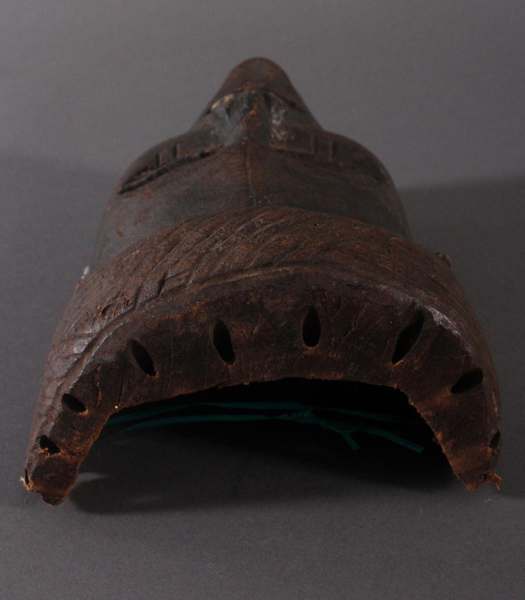 Antike Maske, Angola, Luena 20. Jh.Holz geschnitzt, dunkle Patina, Narbentatauierung, Ohren - Bild 5 aus 6