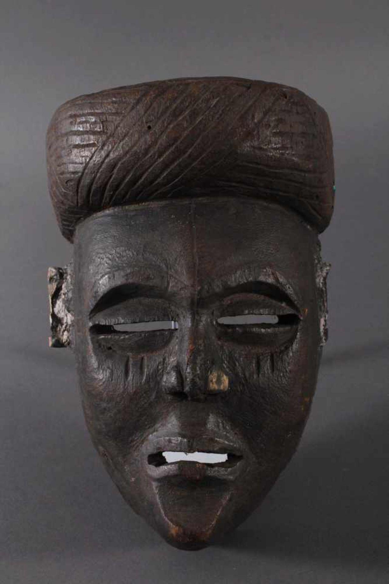 Antike Maske, Angola, Luena 20. Jh.Holz geschnitzt, dunkle Patina, Narbentatauierung, Ohren