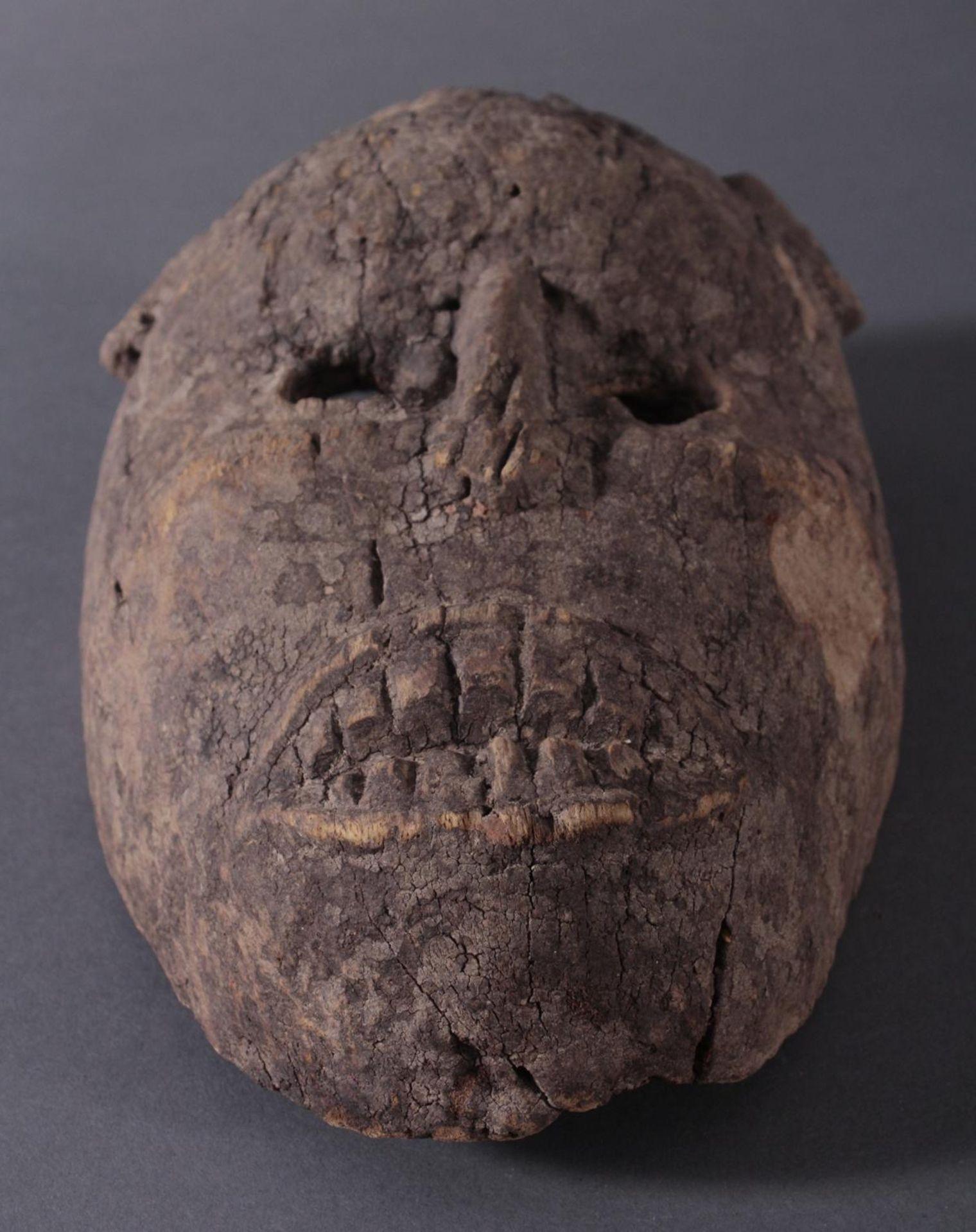 Antike Zoomorphe Maske, Makua, Tansania 1. Hälfte 20. Jh.Hartholzolz, alter Wurmfrass, dunkle Patina - Bild 4 aus 6