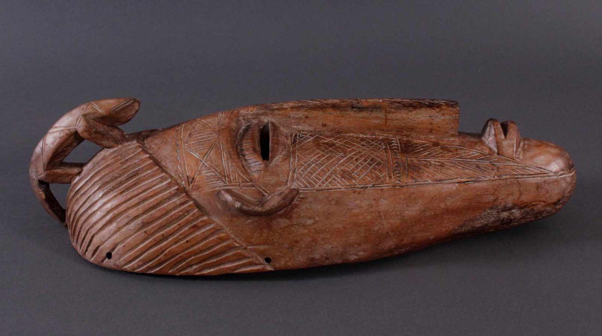 Antike Maske, Bambara, Mali 1. Hälfte 20. Jh.Holz geschnitzt, Musterritzungen, mit Chamäleon- - Bild 2 aus 6