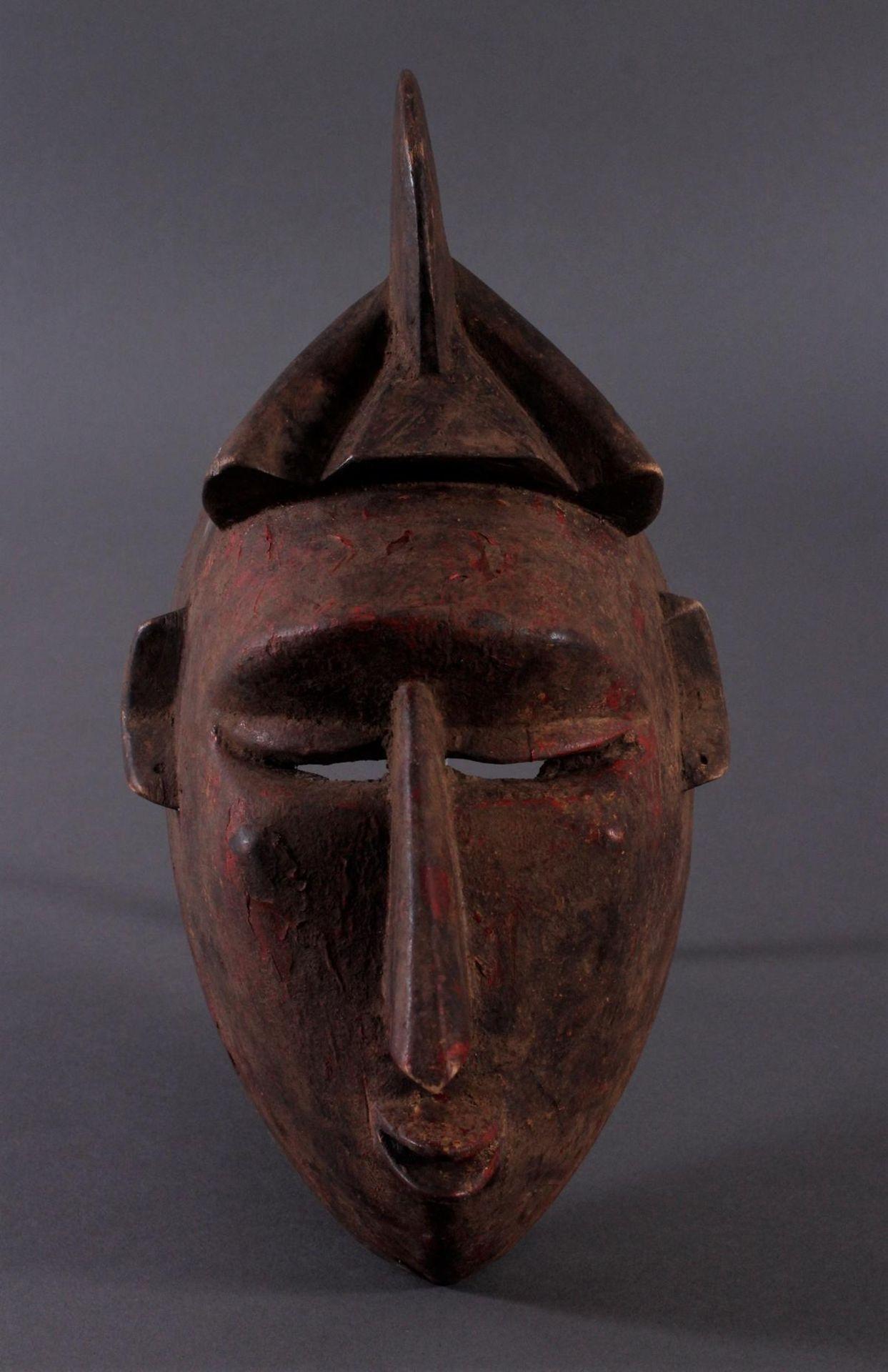 Antike Maske, Baule, Elfenbeinküste 1. Hälfte 20. Jh.Holz geschnitzt,dunkle Patina, Reste von