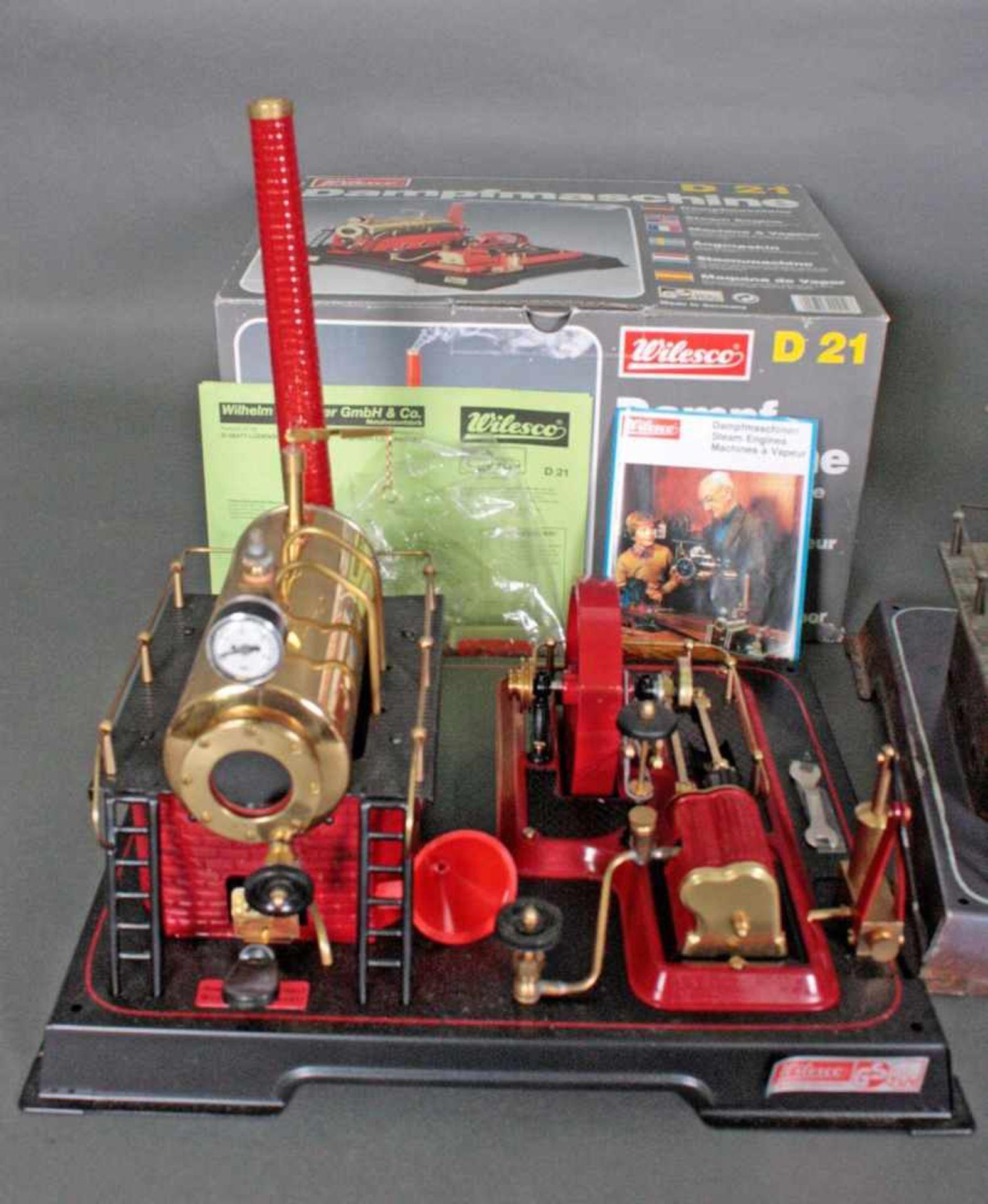 Konvolut WilescoDabei D 20 und D 21 Dampfmaschinen, M 70 Karussell mit Gondeln, M 74 - Bild 2 aus 3