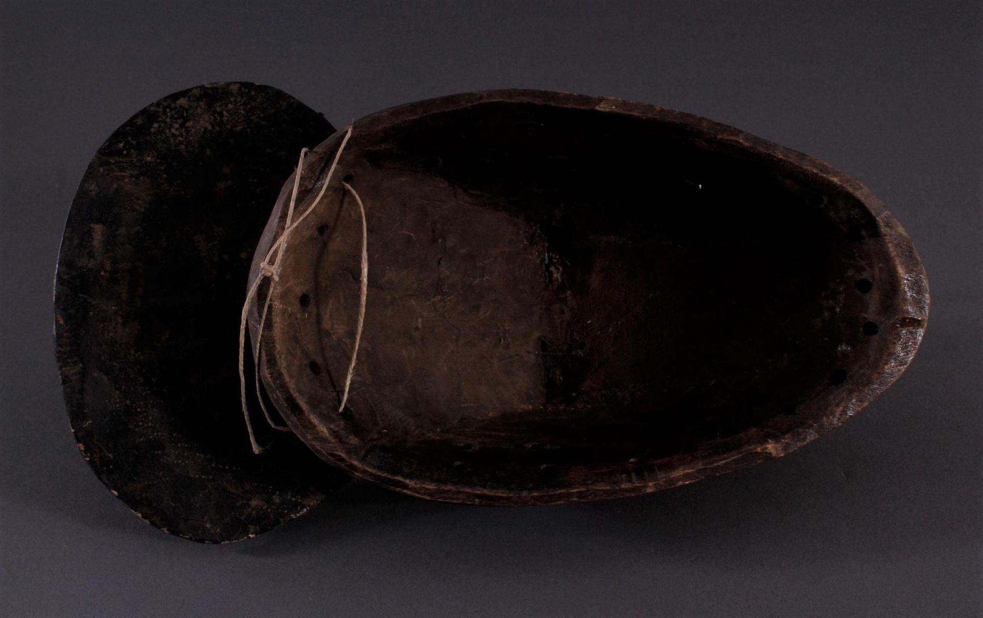 Antike Kpan-Maske, Baule, Elfenbeinküste 1. Hälfte 20. Jh.Holz geschnitzt, dunkle Patina, rot - Bild 4 aus 4