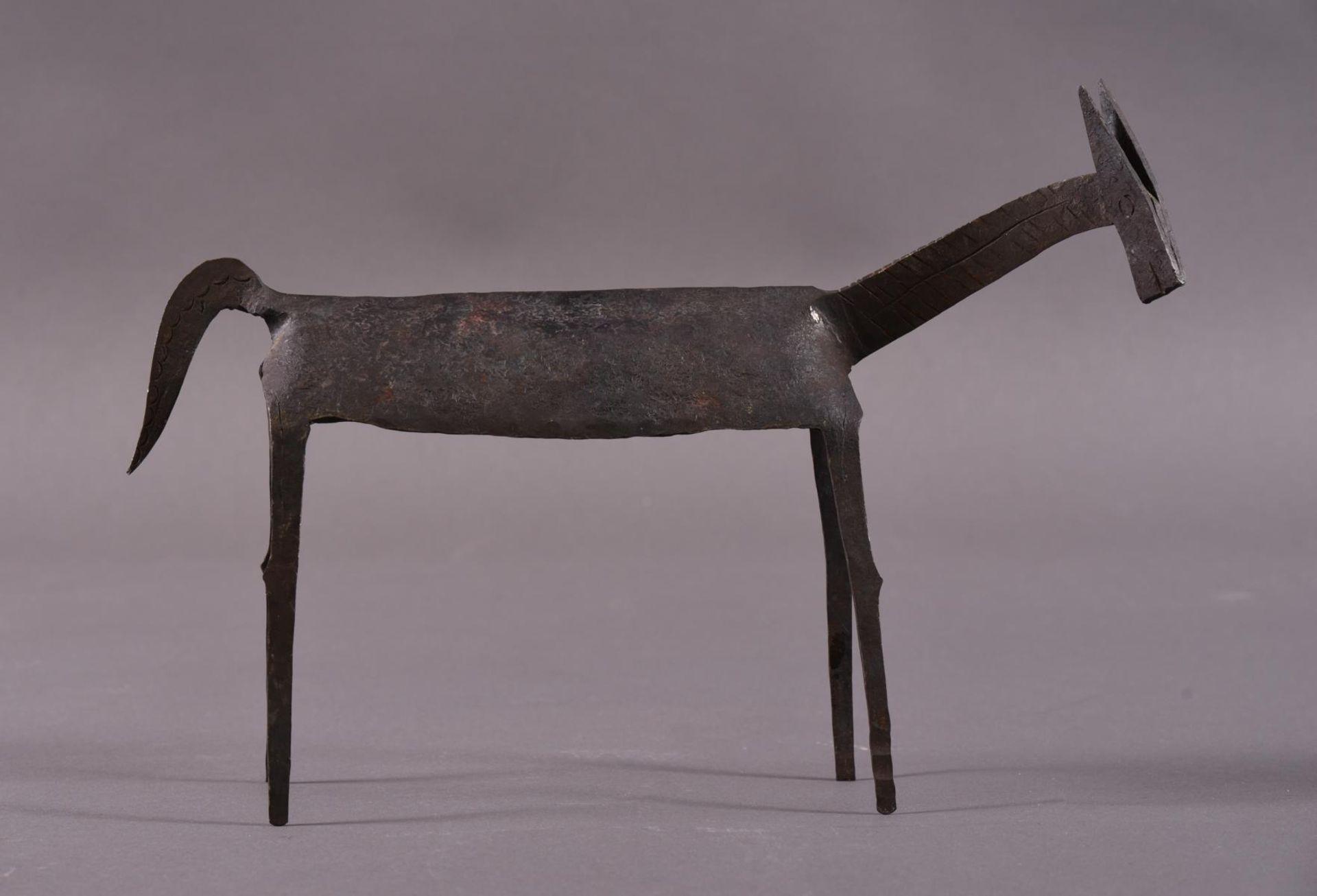 Eisenskulptur in Form einer Gazelle, unbekannter Künstler des 20. JahrhundertCa. 24,5 x 8 x 35 cm.