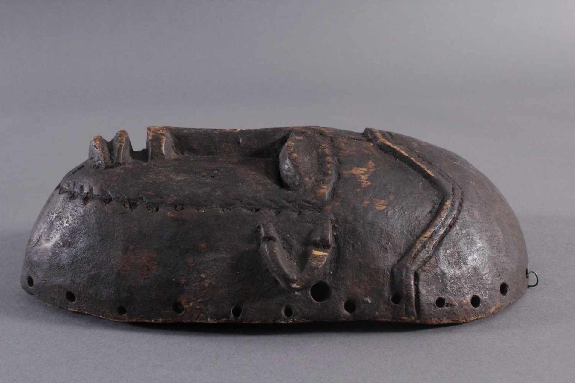 Antike Maske, Kwele-GabunHolz, geschnitzt, dunkle Patina, Narbentatauierung, ca. L-27 cm - Bild 3 aus 6