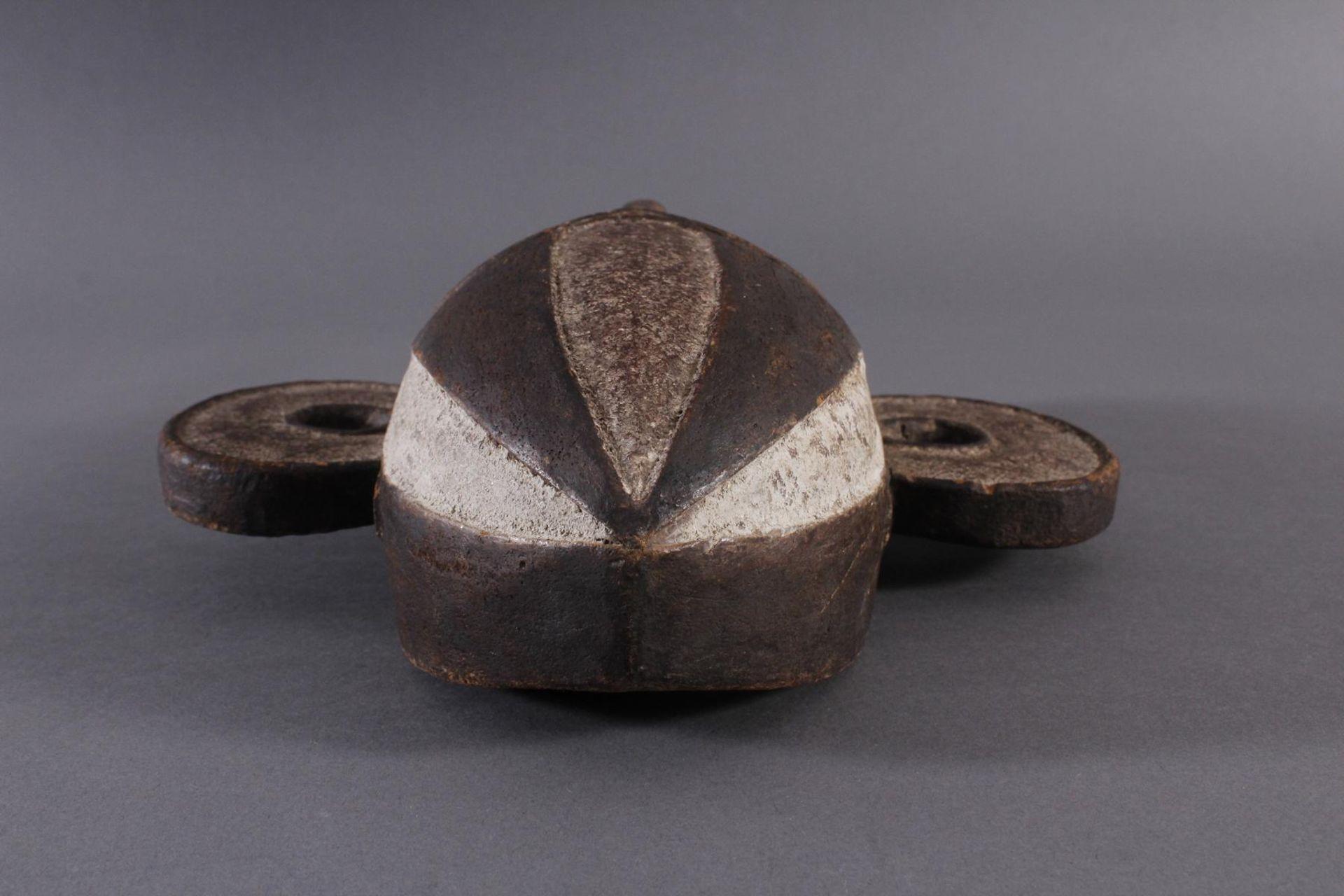 Antike Maske, Boa, Kongo 1. Hälfte 20. Jh.Holz geschnitzt, dunkle Patina, Reste weißer Bemalung, - Bild 4 aus 6