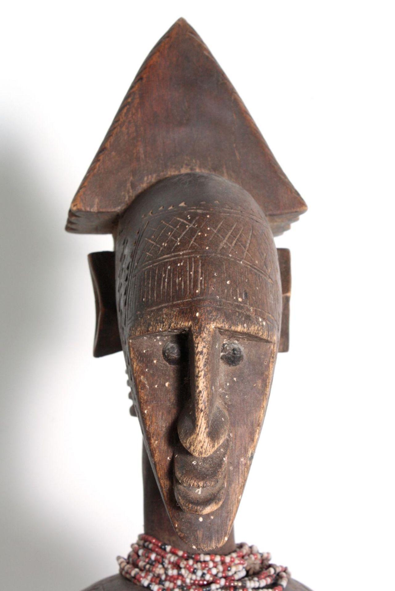 Bambara/Mali, sitzende weibliche Figur, 1. Hälfte 20. Jh.Holz, dunkelbraune Patina, sitzende Frau - Bild 2 aus 5