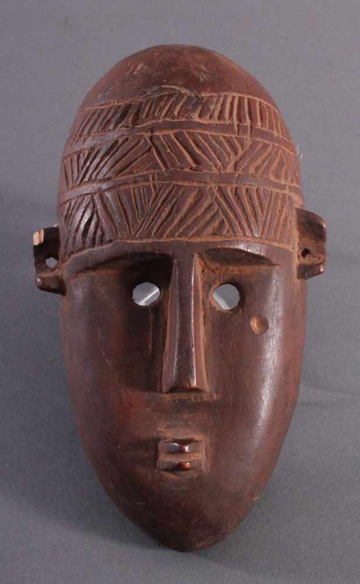 Antike Maske, BambaraHolz geschnitzt, braune Patina, am linken Ohr mit kleiner Abplatzung,