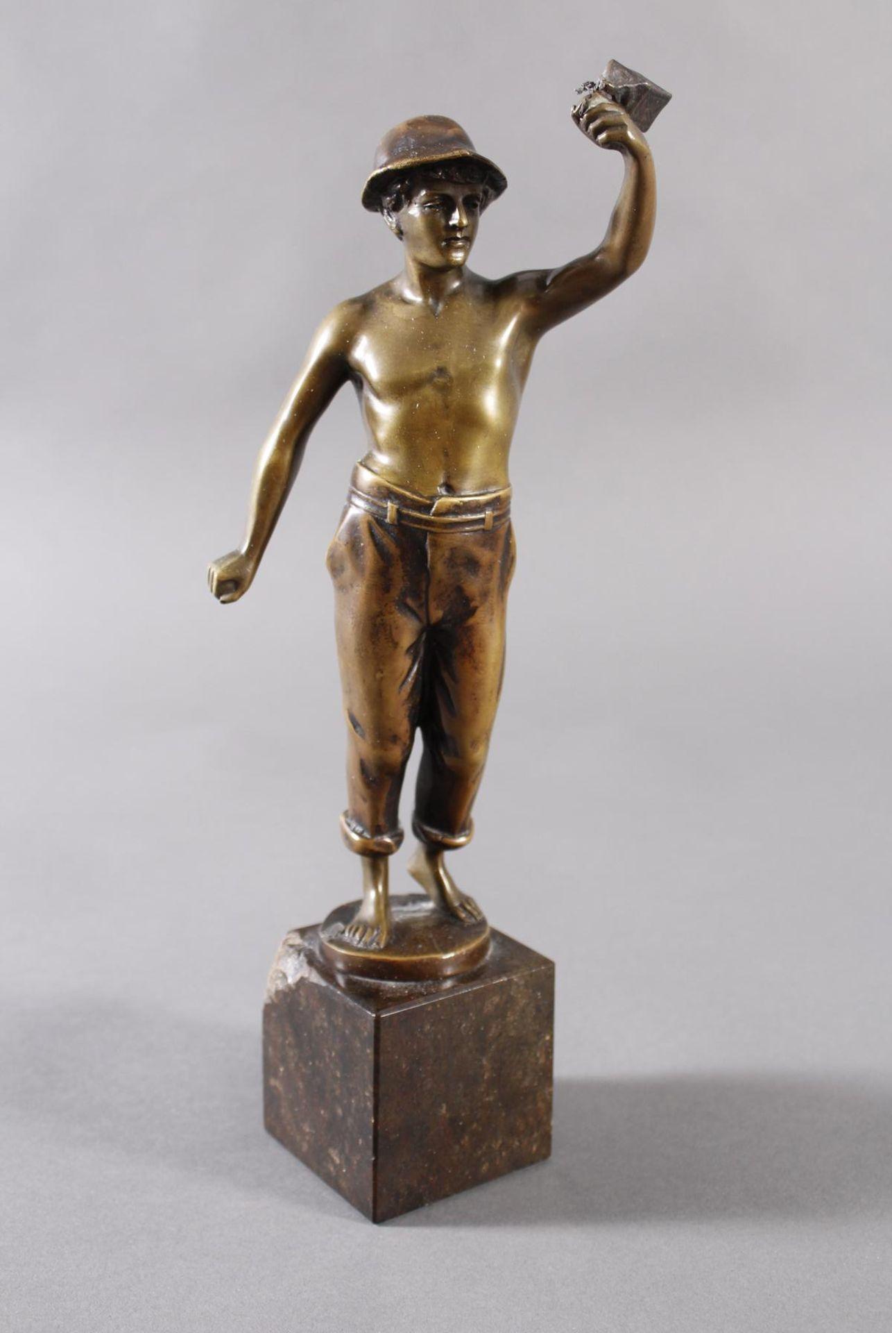 Raphael Hubert 1845-? Stehende Figur eines MinenarbeitersBronze dunkel patiniert, auf