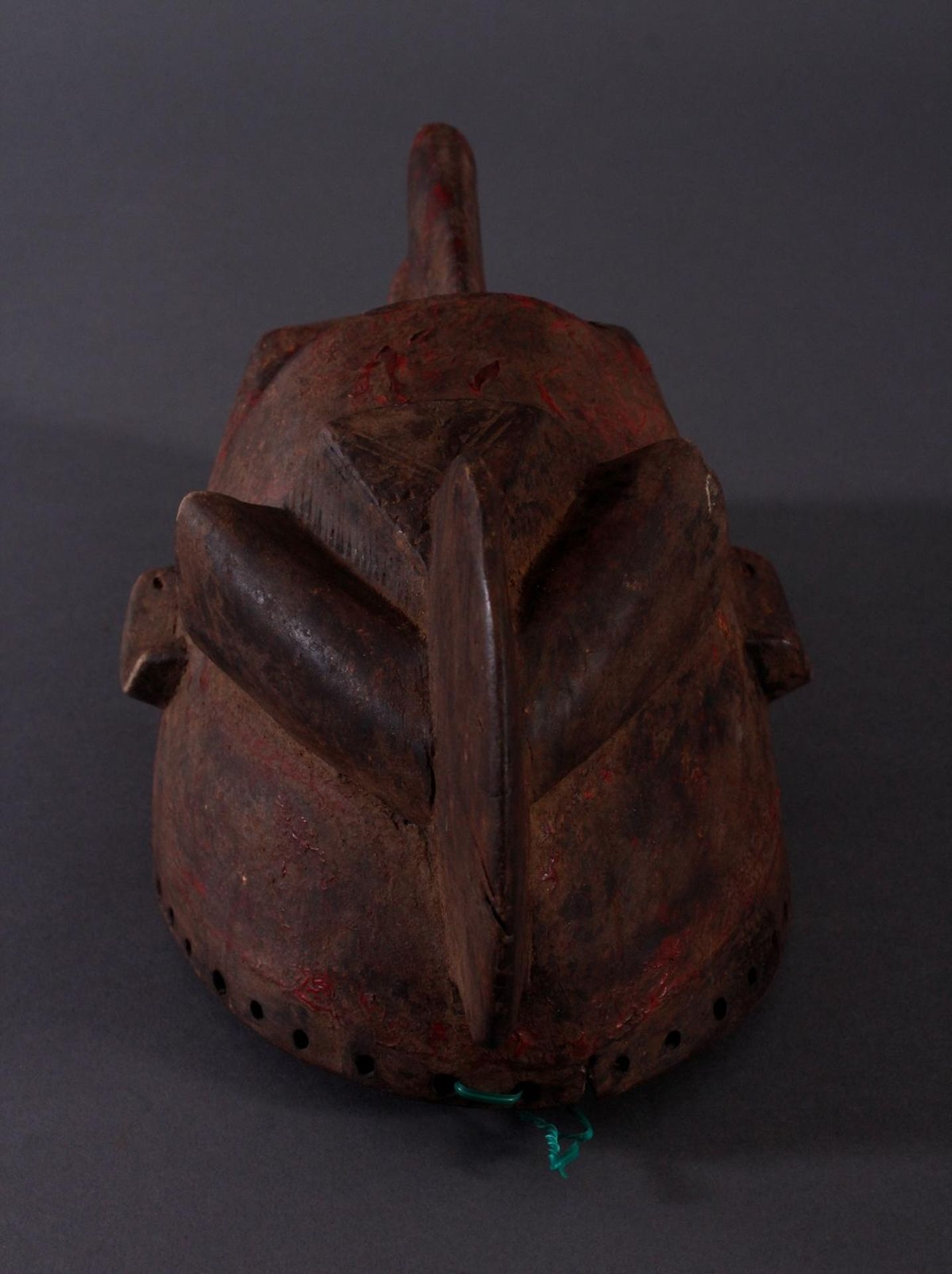 Antike Maske, Baule, Elfenbeinküste 1. Hälfte 20. Jh.Holz geschnitzt,dunkle Patina, Reste von - Bild 5 aus 6