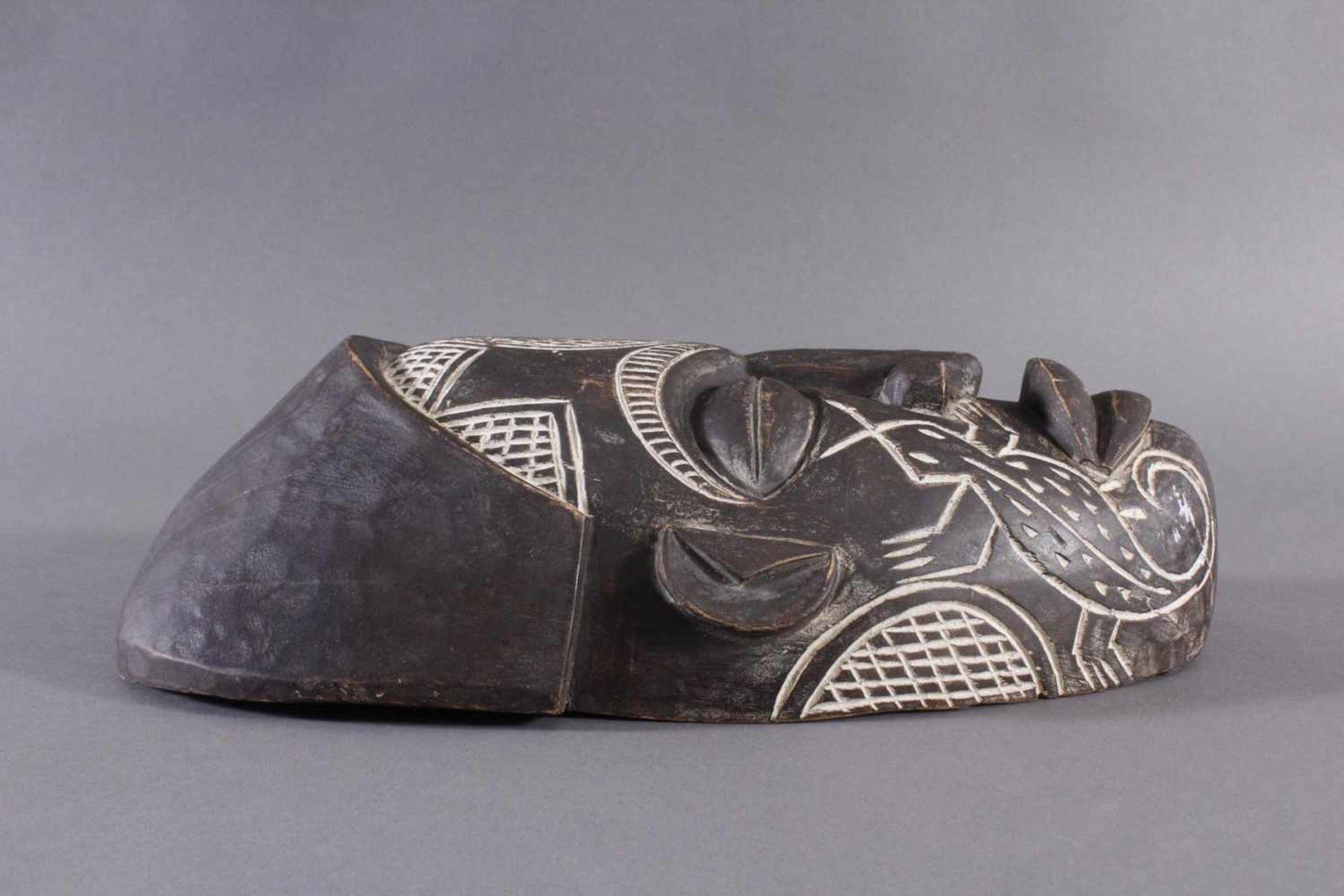 Antike Maske, Chokwe, Angola 1. Hälfte 20. Jh.Holz geschnitzt, dunkle Patina, Narbentatauierung, ca. - Bild 2 aus 7