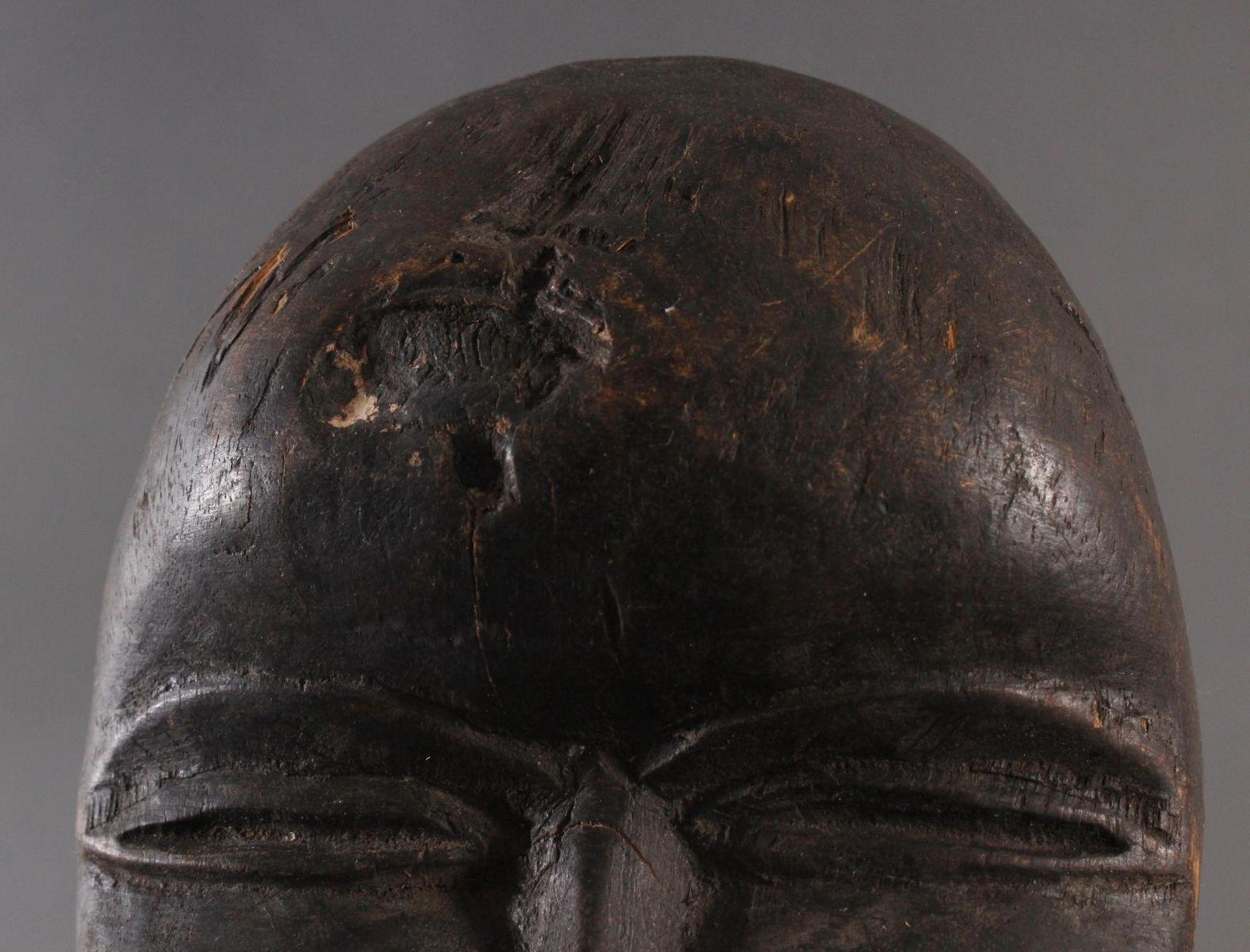 Antike Maske, Dan, Liberia 1. Hälfte 20. Jh.Holz geschnitzt, dunkle Patina, Schnabelmaske, ca. 6 x - Bild 6 aus 6
