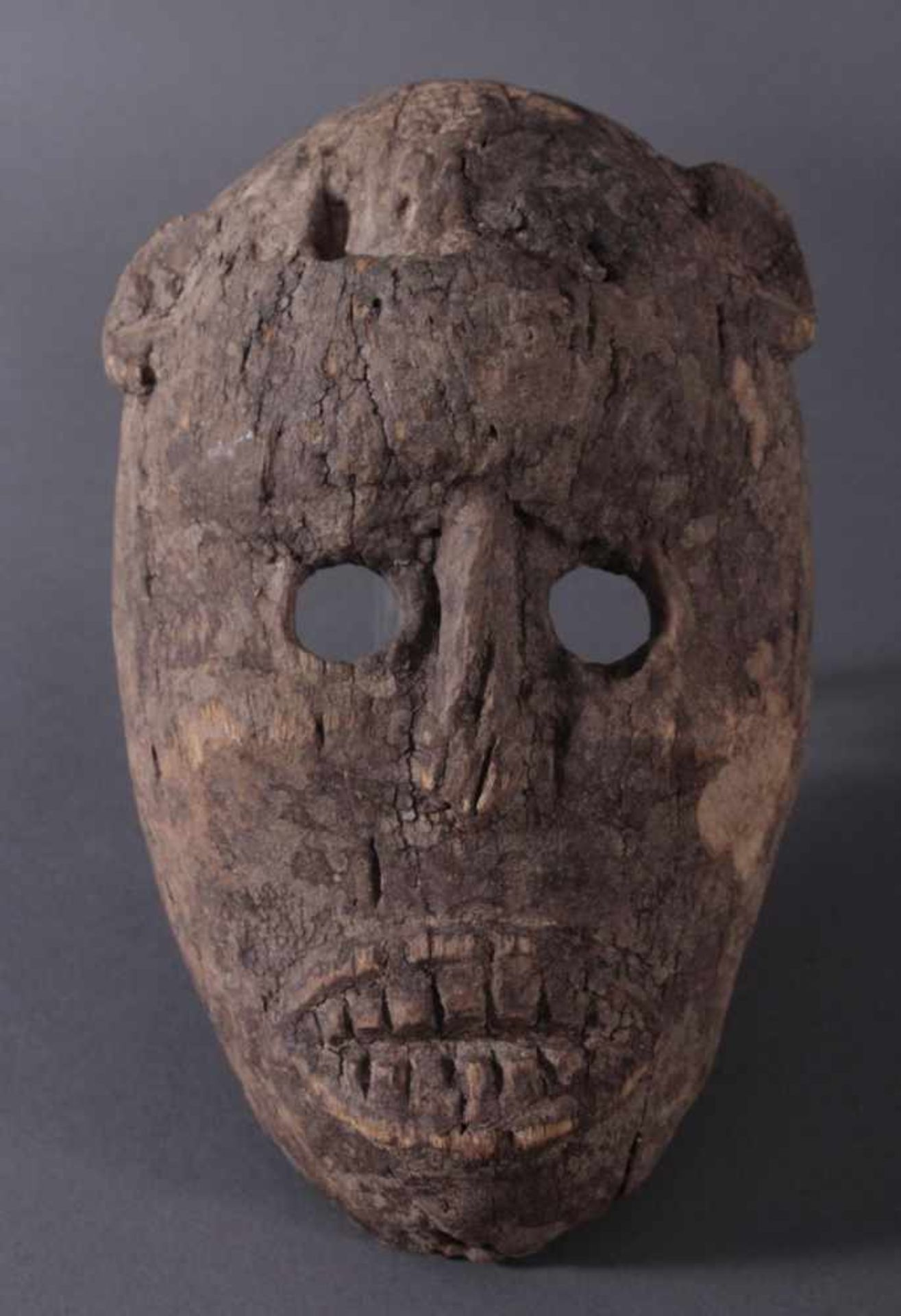 Antike Zoomorphe Maske, Makua, Tansania 1. Hälfte 20. Jh.Hartholzolz, alter Wurmfrass, dunkle Patina