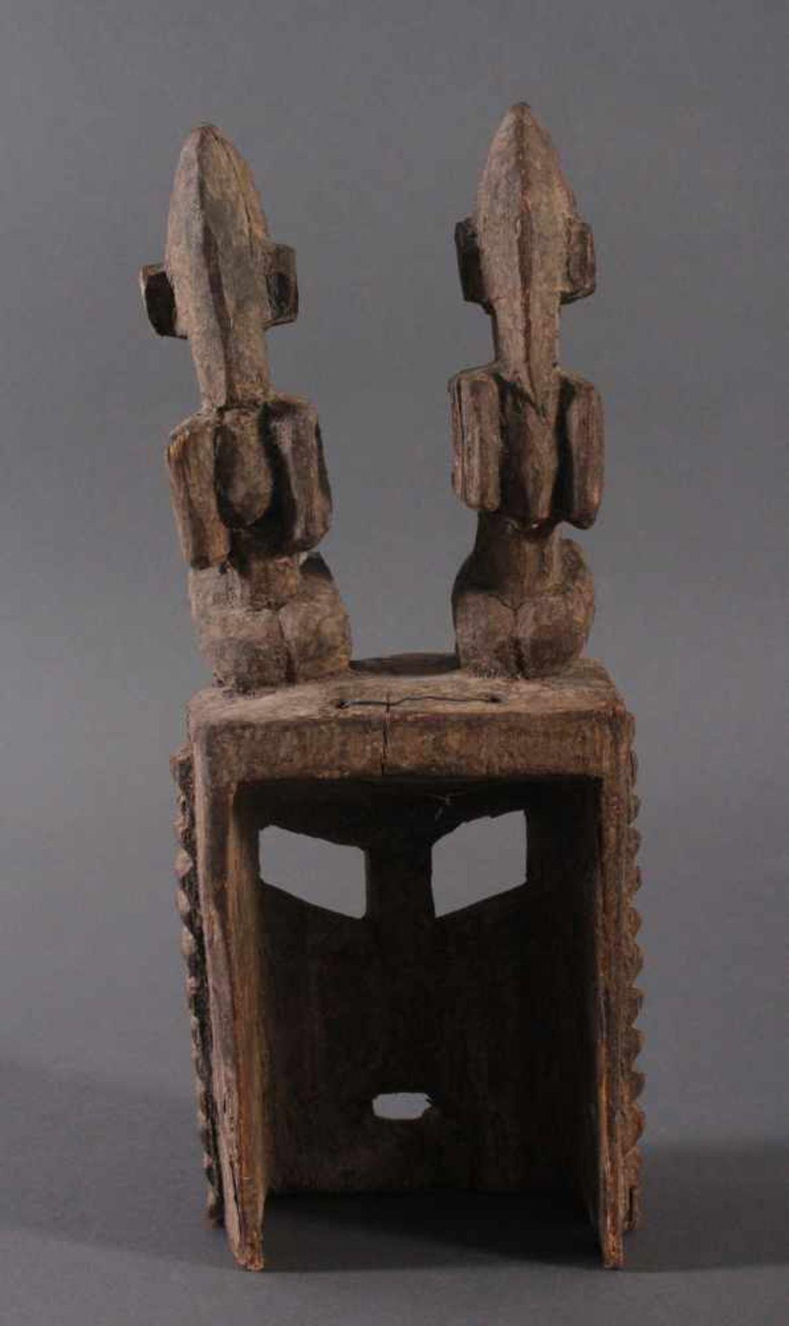Antike Maske, Dogon, Mali, 1. Hälfte 20. Jh.Hartholz geschnitzt. Als Aufsatz zwei sitzende - Bild 3 aus 4