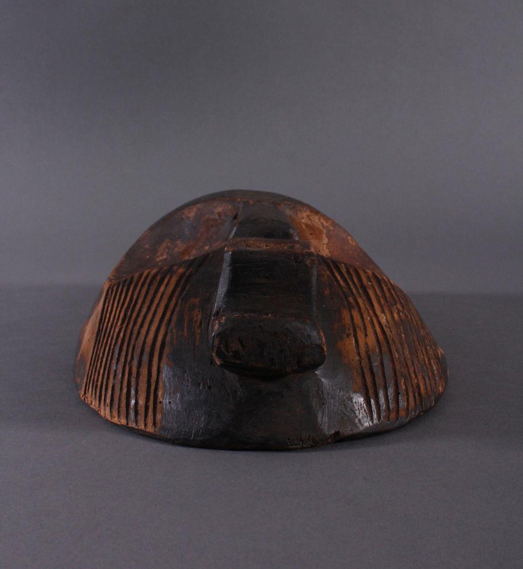 Antike Maske, Zaire/Kongo 1. Hälfte 20. Jh.Holz geschnitzt, dunköe Patina . Gesicht mit linearen - Bild 2 aus 6