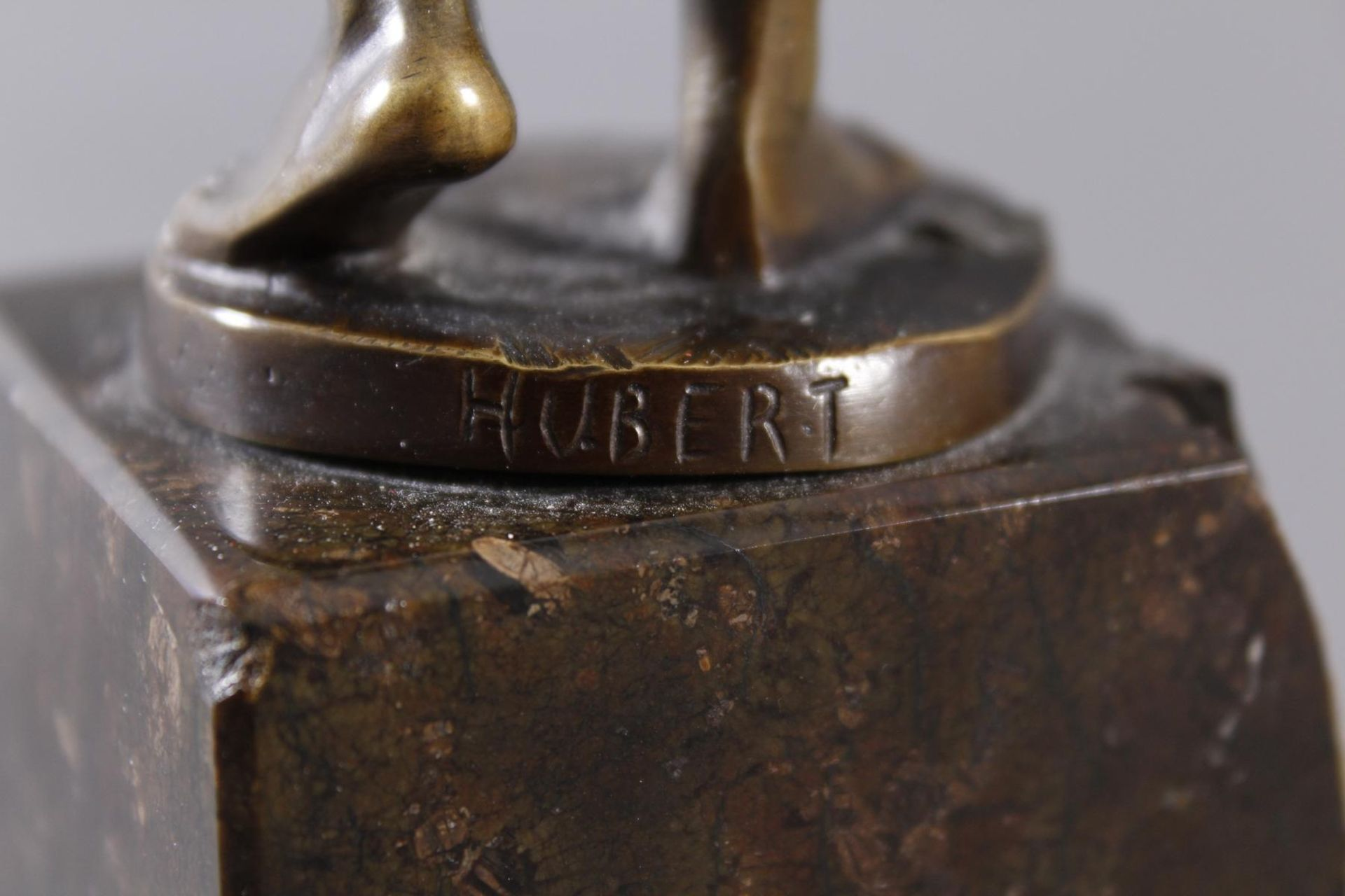 Raphael Hubert 1845-? Stehende Figur eines MinenarbeitersBronze dunkel patiniert, auf - Bild 5 aus 6