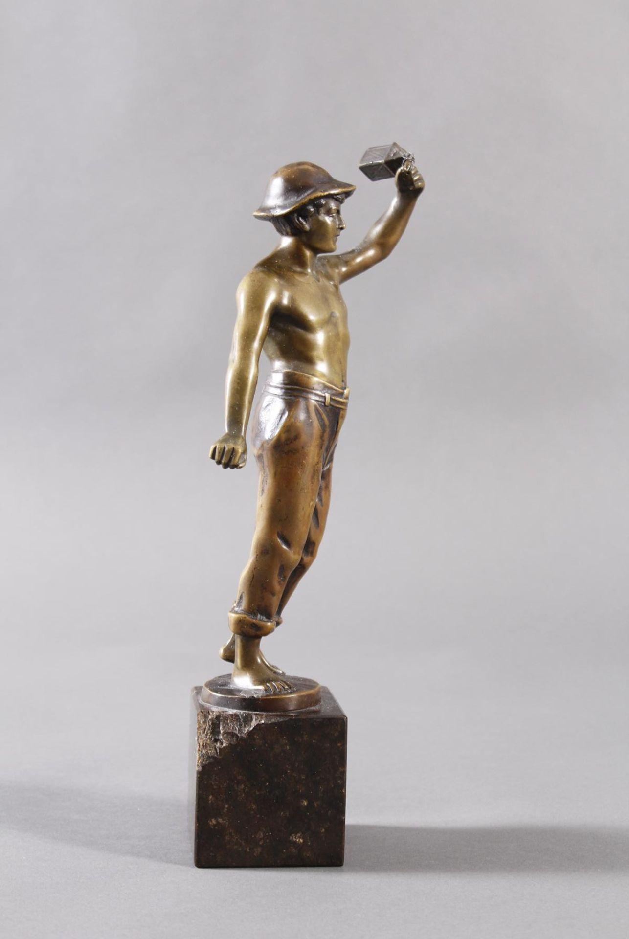 Raphael Hubert 1845-? Stehende Figur eines MinenarbeitersBronze dunkel patiniert, auf - Bild 2 aus 6