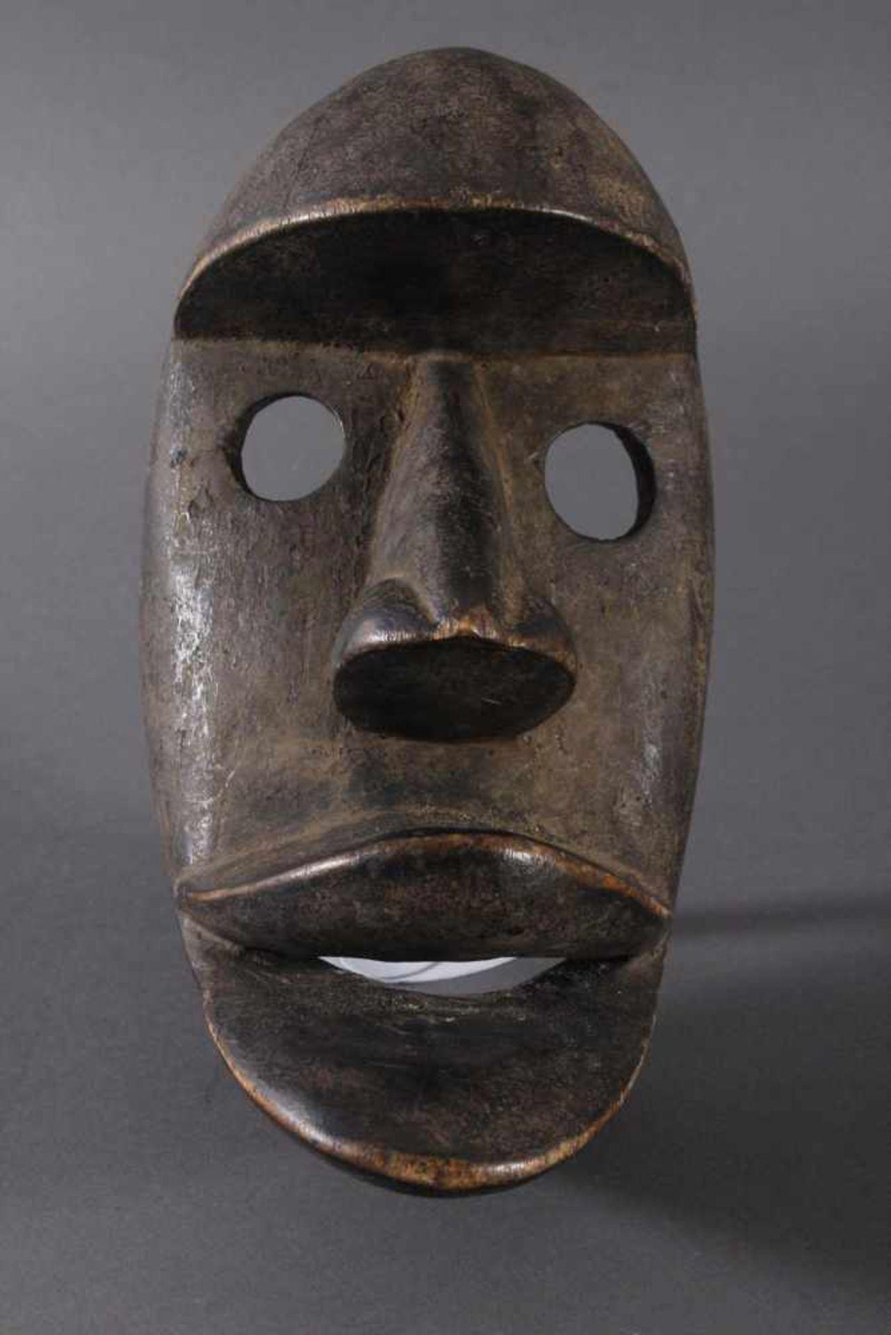Antike Maske der Dan-Kran, Elfenbeinküste 1. Hälfte 20. Jh.Holz geschnitzt, dunkle Patina ,nach