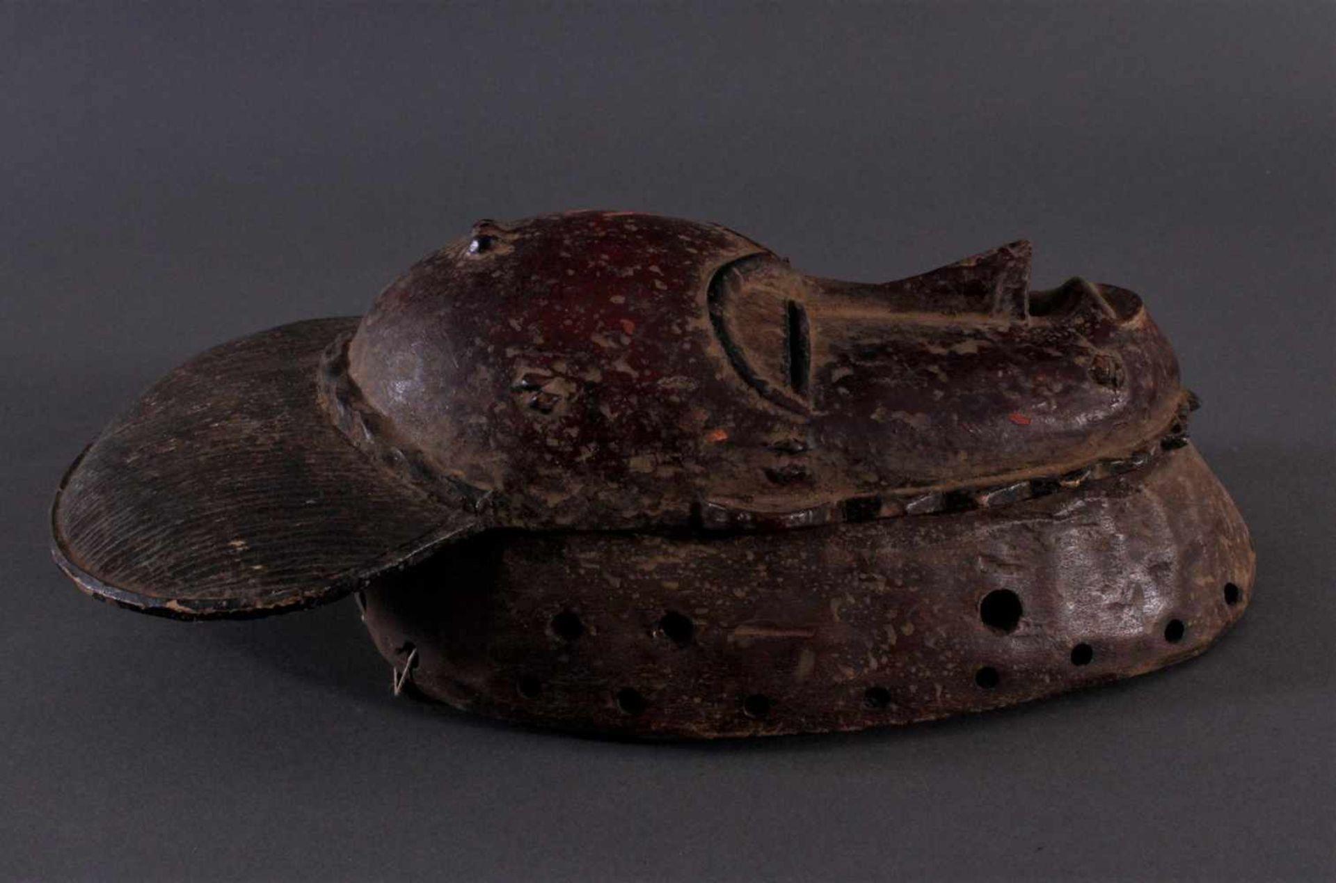Antike Kpan-Maske, Baule, Elfenbeinküste 1. Hälfte 20. Jh.Holz geschnitzt, dunkle Patina, rot - Bild 2 aus 4