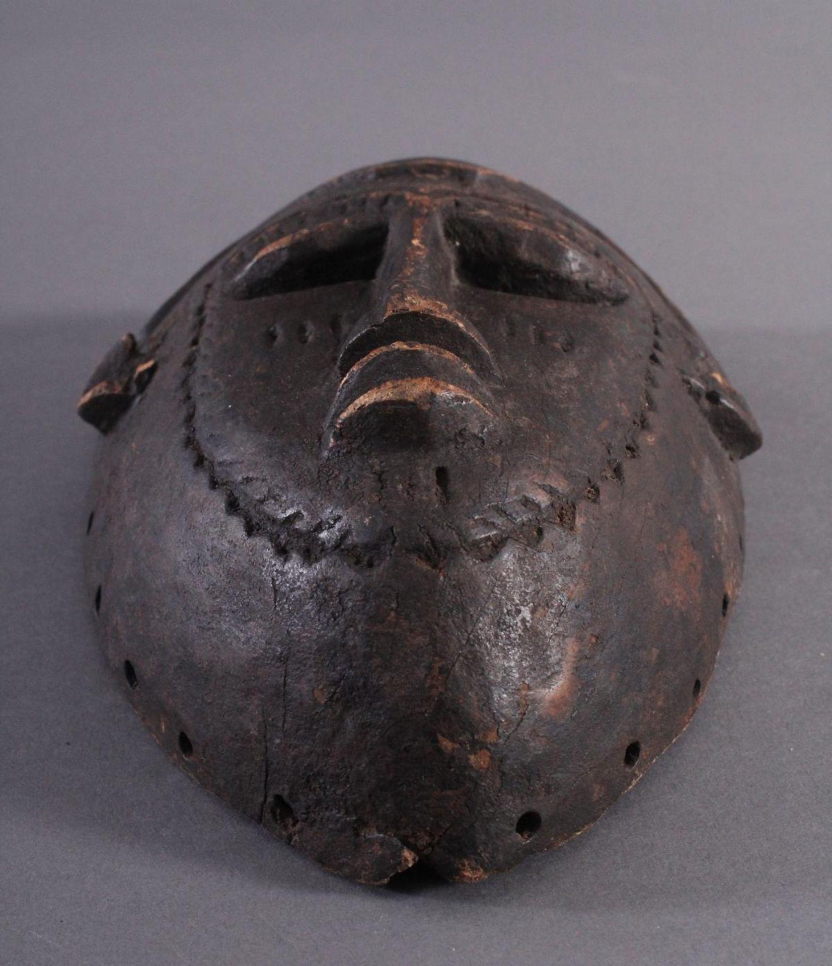 Antike Maske, Kwele-GabunHolz, geschnitzt, dunkle Patina, Narbentatauierung, ca. L-27 cm - Bild 5 aus 6