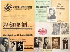 KONVOLUT THEATER, 1930-1955, ca. 200 Teile, Programmhefte, Theateranschläge u. Foto-AK, tls. m. OU