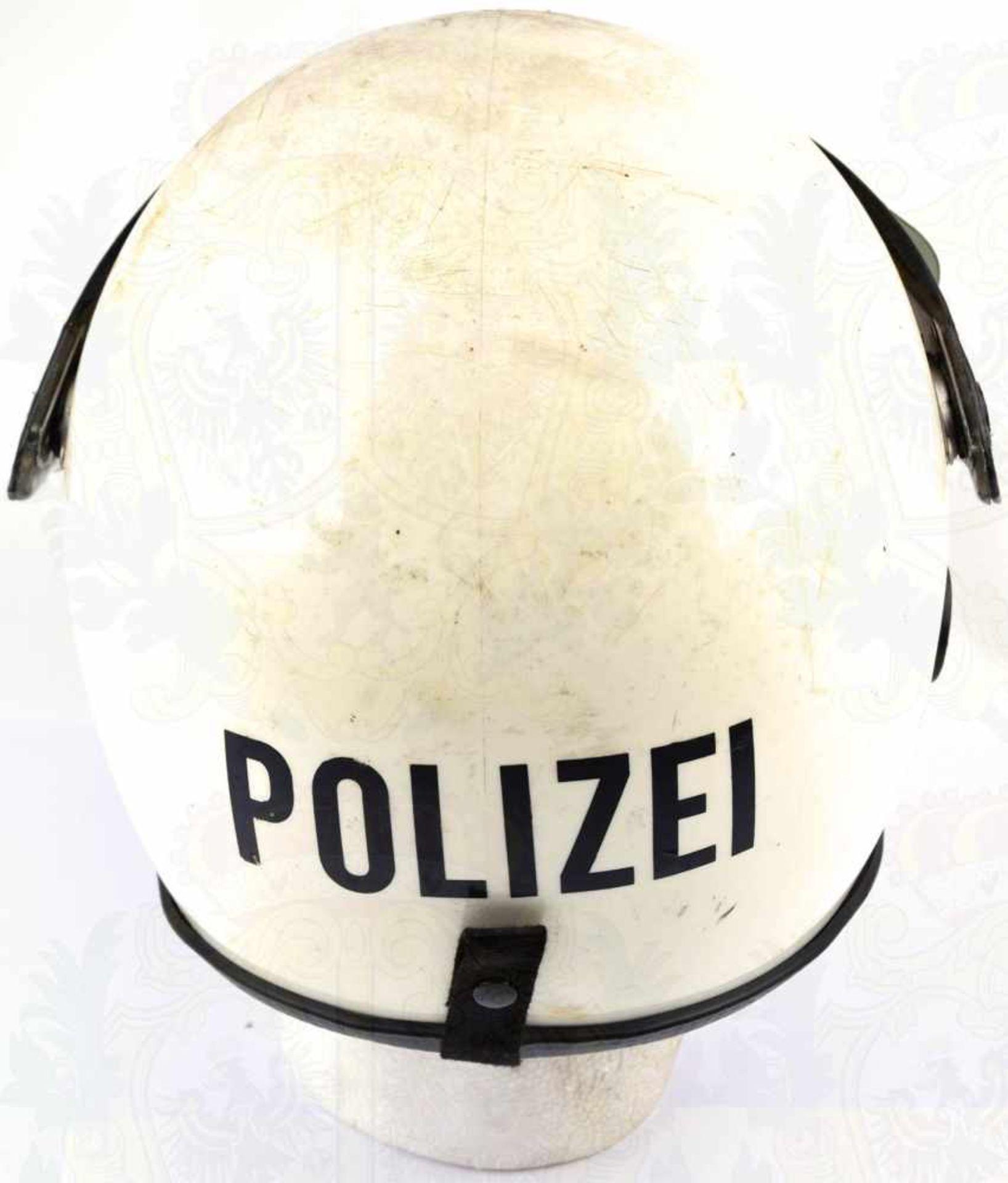 """Los 38 - EINSATZHELM POLIZEI WESTBERLIN, Kunststoff, m. Schutzschirm aus Plexiglas, Emblem u. Schriftzug """""""