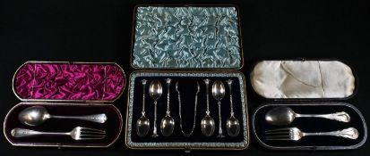 A set of six Victorian silver Onslow pattern teaspoons, sugar bows en suite, Birmingham 1893, cased;