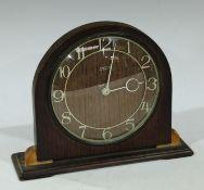 A Smith's oak mid twentieth century eight-day mantel timepiece, Arabic numerals, 17cm high