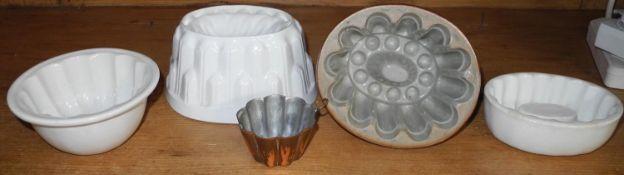 A 19th century Derbyshire salt glazed stoneware jelly mould, 5cm wide; others (5)