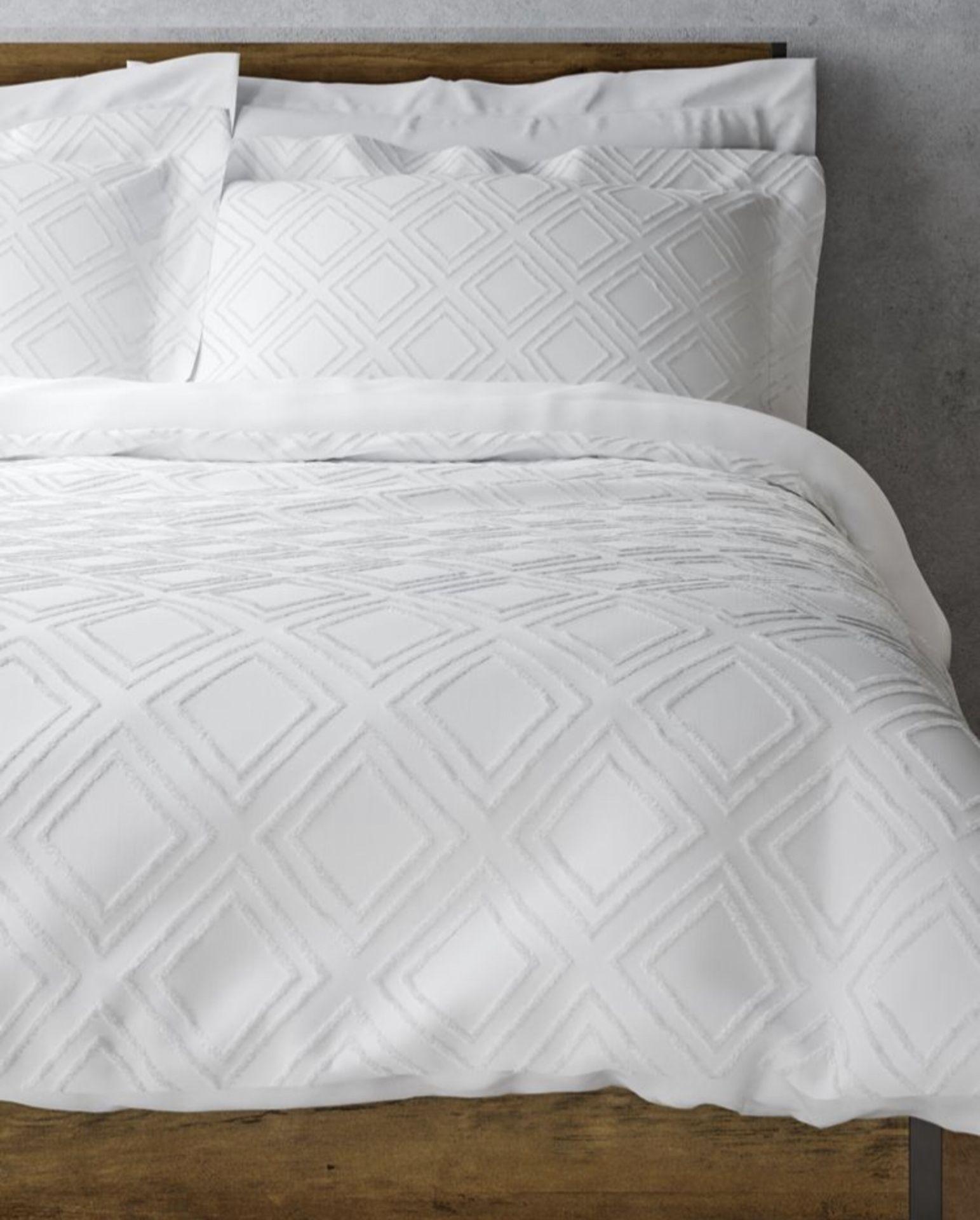 Lot 59 - Pure Cotton Cut Square Bedding Set, Double