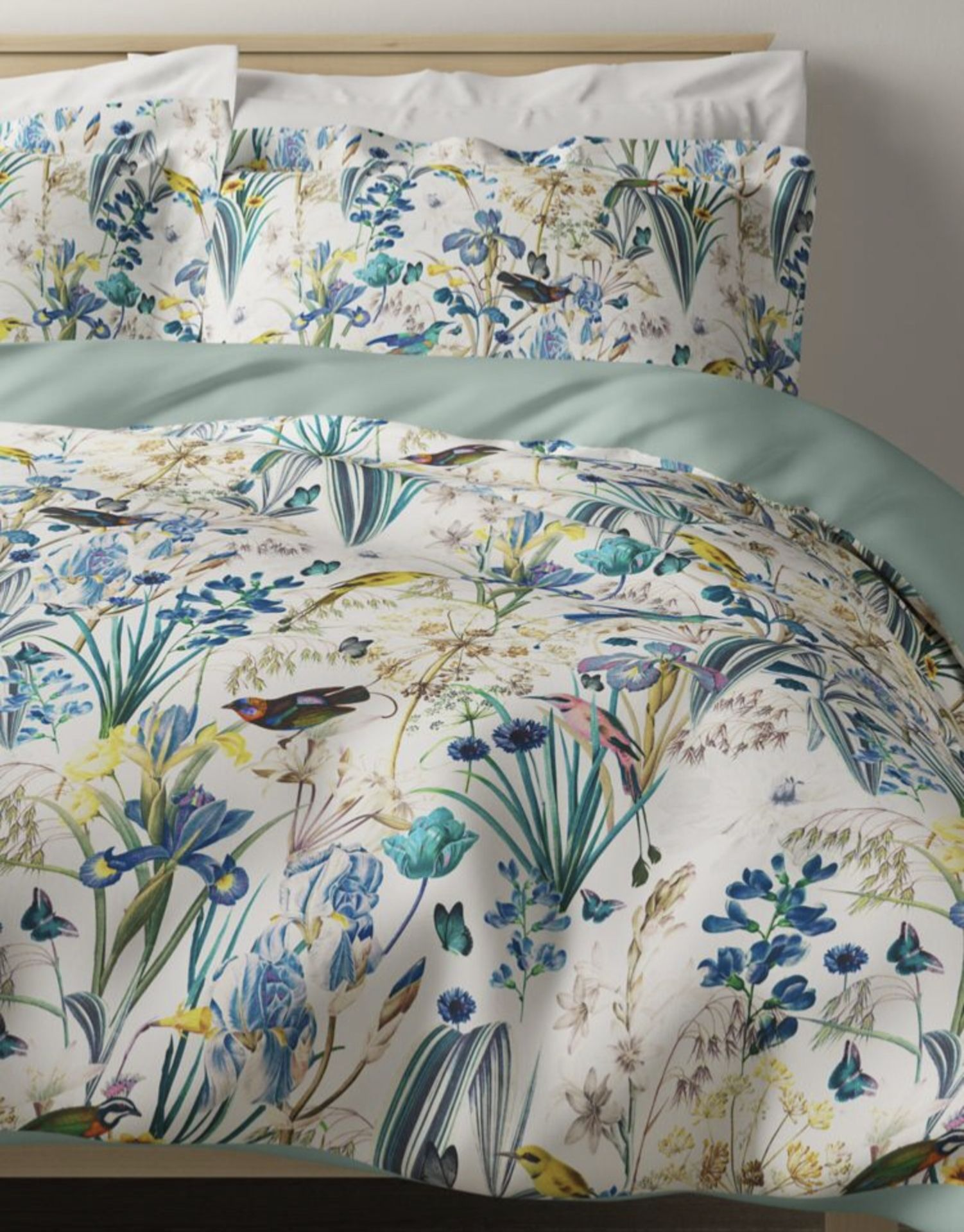Lot 51 - Pure Cotton Sateen Harriet Printed Bedding Set, Double
