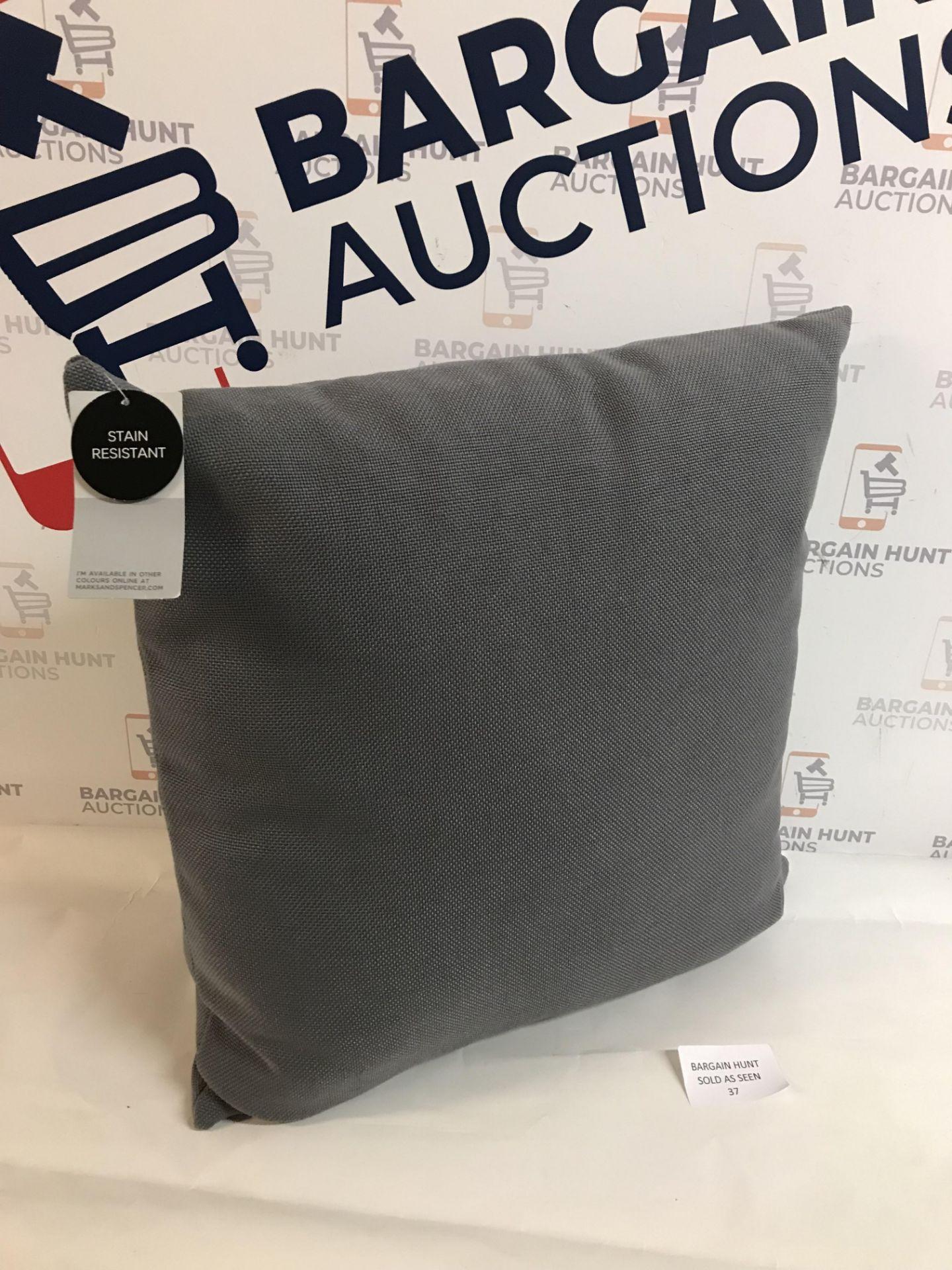 Lot 37 - Banbury Cushion