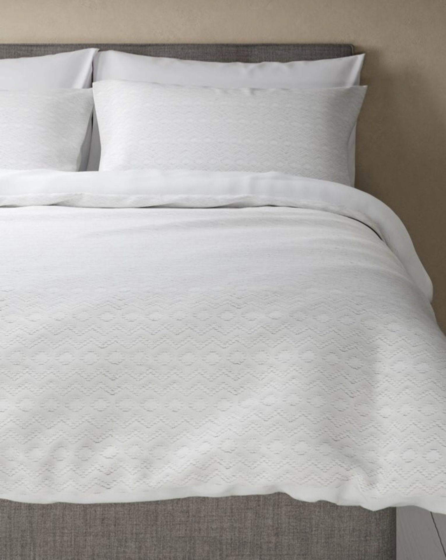 Lot 58 - Pure Cotton Zig Zag Textured Bedding Set, Super King