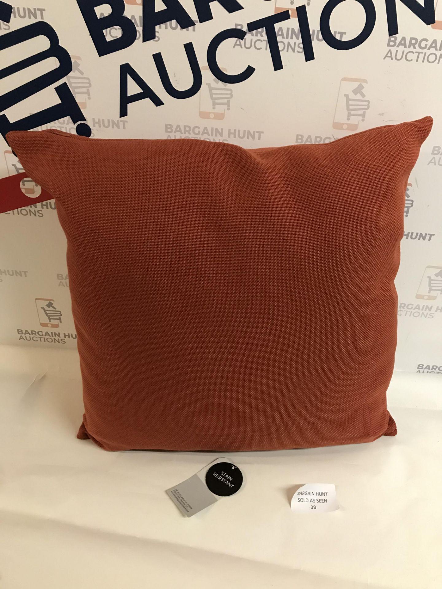 Lot 38 - Banbury Cushion