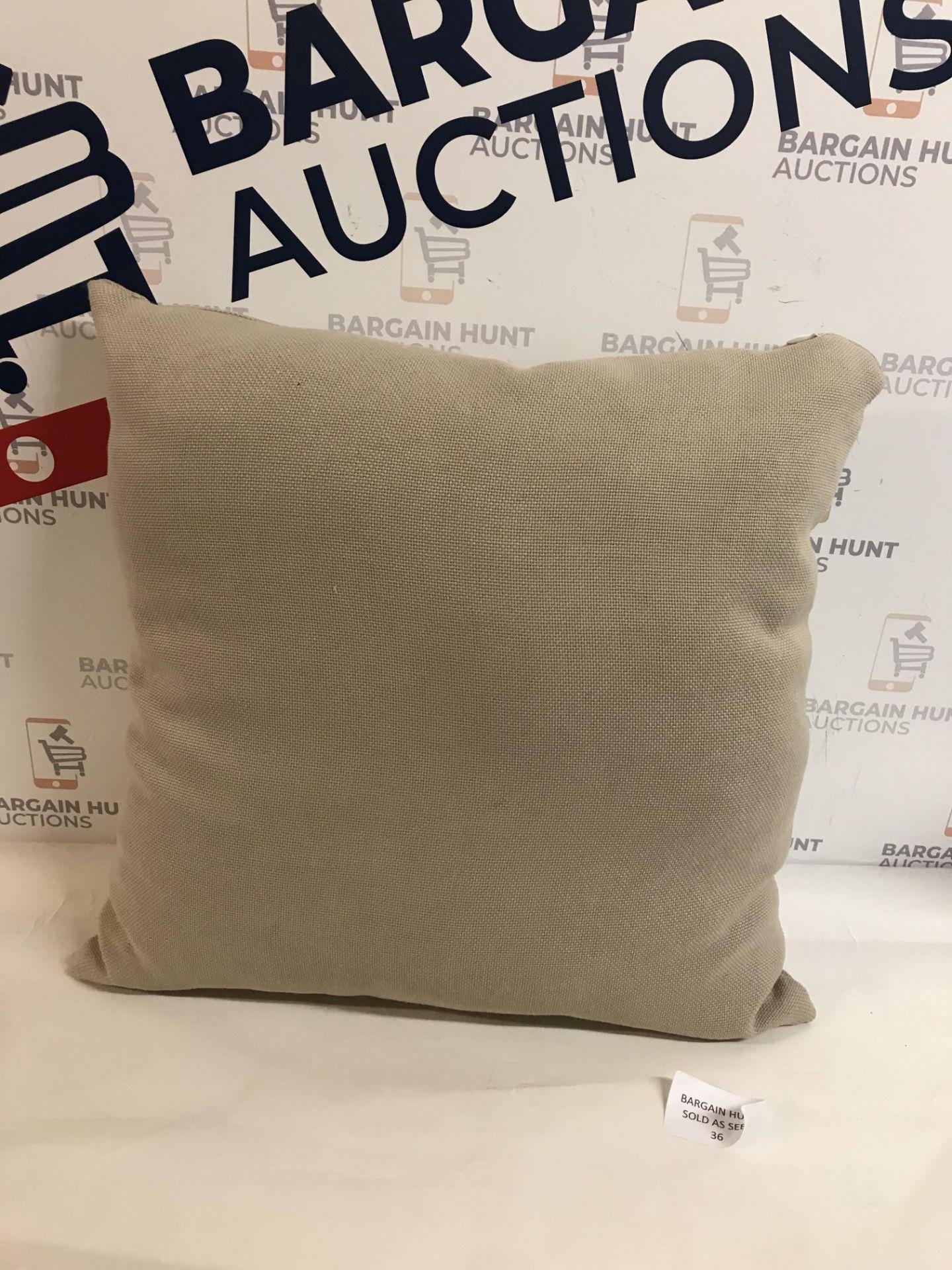 Lot 36 - Banbury Cushion