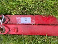 "Tractor lift arms 33 1/2"" (85cm) centre to centre"