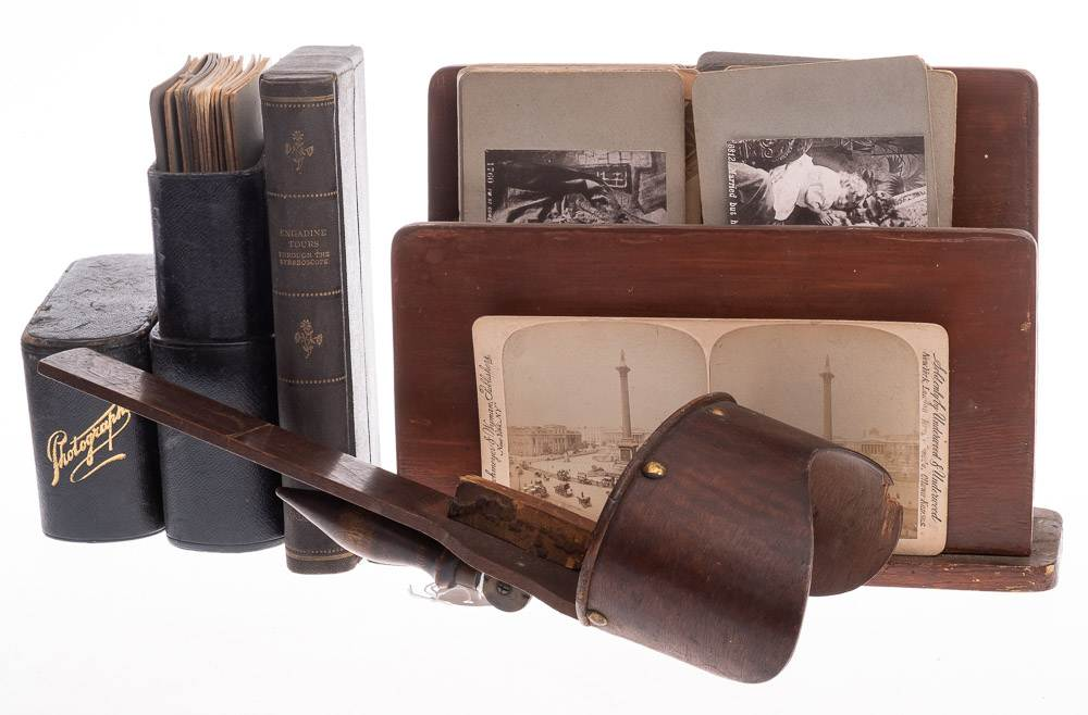 A collection of early 20th century stereoscopic cards,