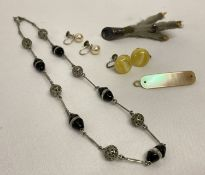 A collection of assorted vintage jewellery items to include a mother of pearl hair clip.