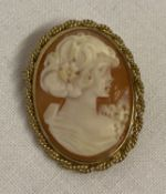 A 9ct gold classic cameo brooch with pendant bale to back. Twisted rope design to mount surround.