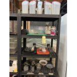 Gros Lot d'items variés sur 2 étagères Incluant : pots LAGOSTINA