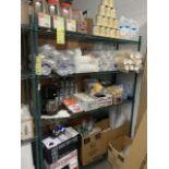 Contenu de l'étagères, items épices, contenants