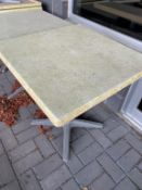 "(6) Tables patio 27 x 27 "" - Quantité x $ mise"