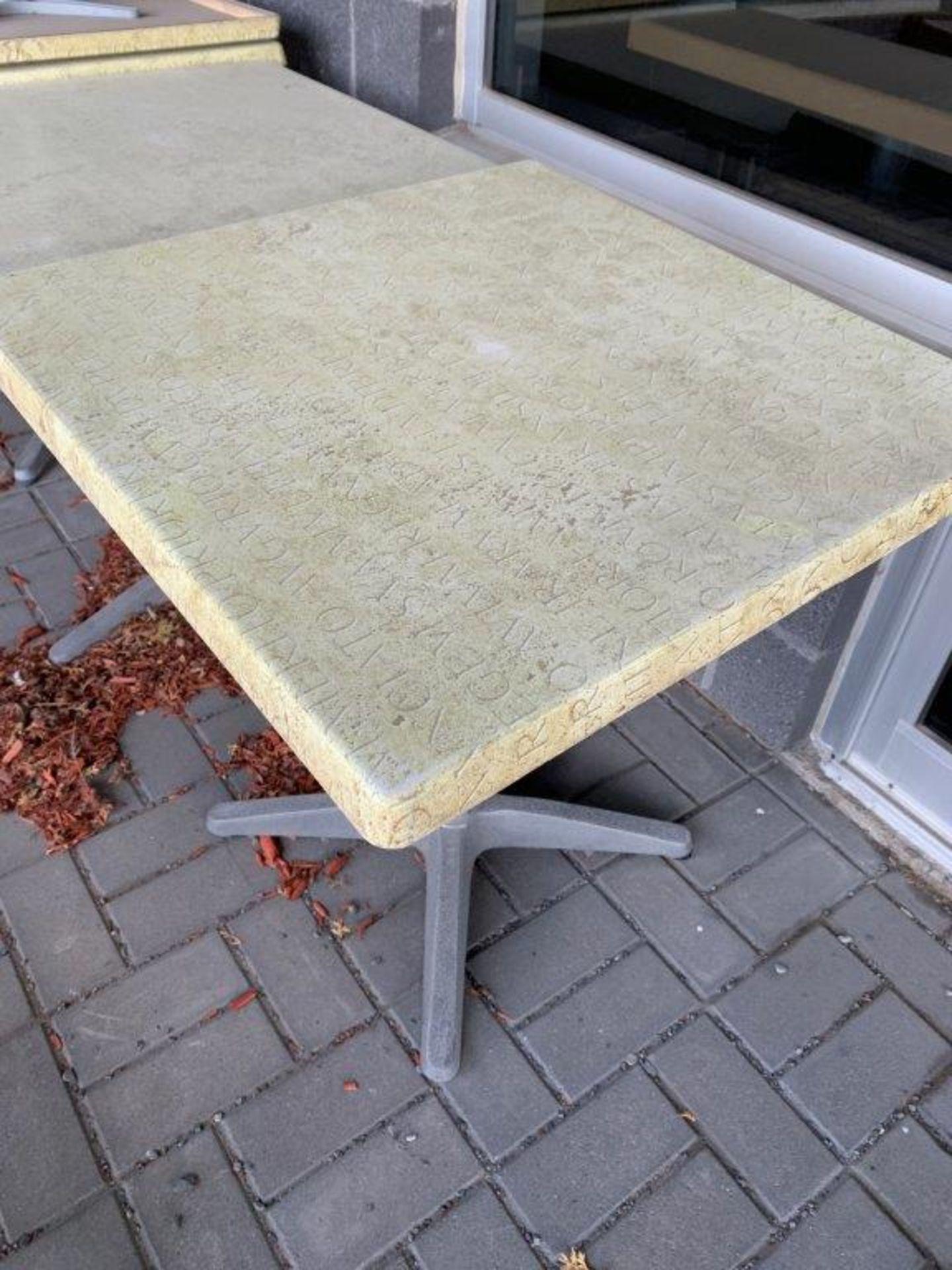 """(6) Tables patio 27 x 27 """" - Quantité x $ mise"""