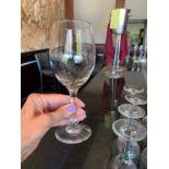 Lot de (35) verres de vin